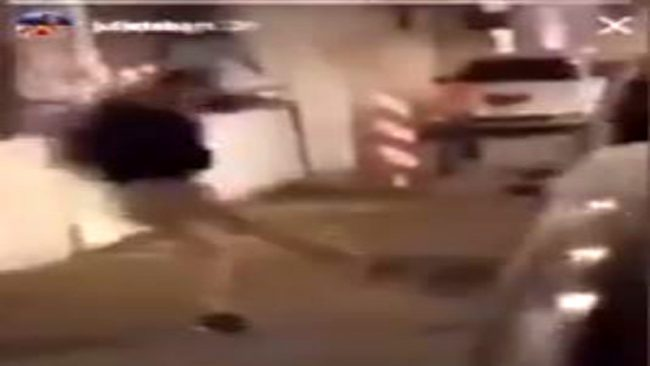 Gallina presa a calci a Padova: caccia ai bulli VIDEO