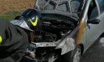Auto prende fuoco sulla strada provinciale