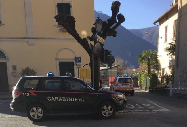 Uomo trovato morto sulla scala anti-incendio del Municipio