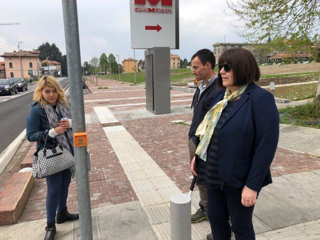 Cieca contesta il centro città: barriere e insidie per chi non vede FOTO E VIDEO