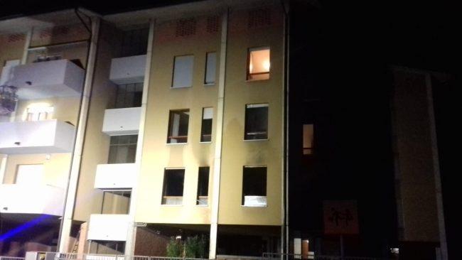 Incendio appartamento ad Arosio: evacuato condominio in via Prealpi FOTO