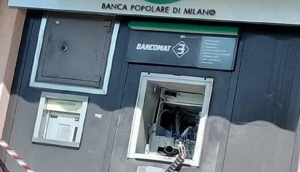 Assalto Con Esplosivo Al Bancomat Di Luisago Ma La Cassaforte