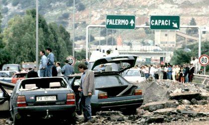 """I resti dell'auto blindata della scorta di Falcone in una teca a Cantù. Molteni: """"Orgoglioso della mia città"""""""