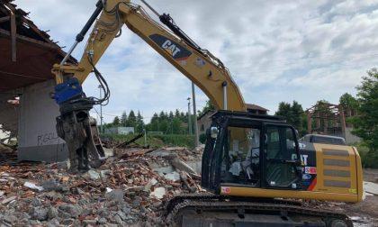 A Figino Serenza la demolizione dell'ex Stanley FOTO