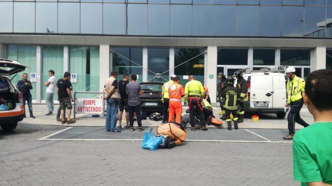 Esplosione in tribunale a Lecco: due feriti e palazzo evacuato VIDEO
