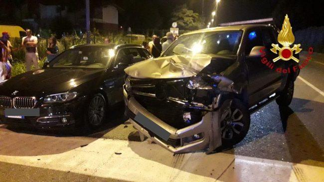 Ferita gravemente e incastrata nell'auto sulla statale dei Giovi
