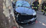 Auto contro un albero, due anziani feriti