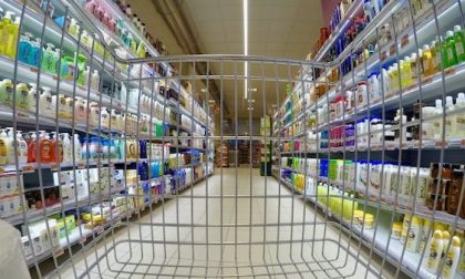 Carrozzina come nascondiglio: si fingeva disabile per rubare al supermercato
