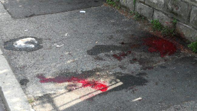 Momenti shock in via Paoli: soccorso un uomo sanguinante gravemente ferito FOTO E VIDEO