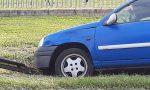 Auto abbatte cartello stradale tra Mariano e Paina FOTO