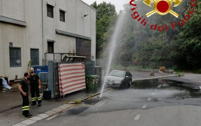 Dispersione idrica a San Fermo, pompieri al lavoro