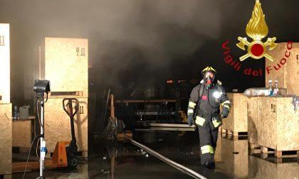 Incendio capannone a Cabiate: mobilitazione dei Vigili del Fuoco SIRENE DI NOTTE