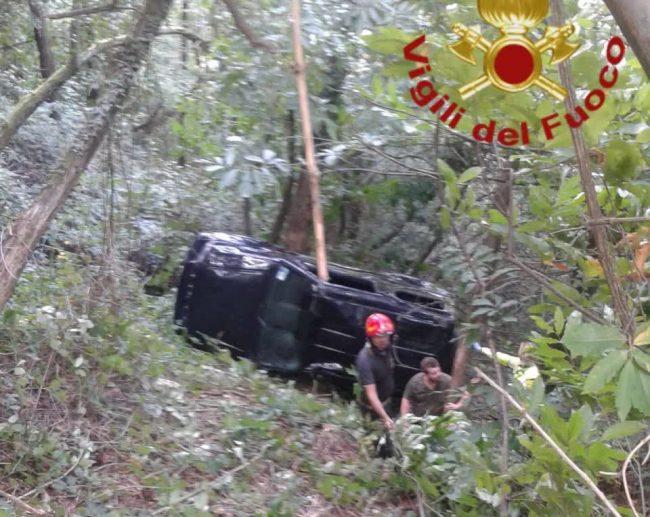 Auto fuori strada sul Monte Goj: feriti due uomini FOTO