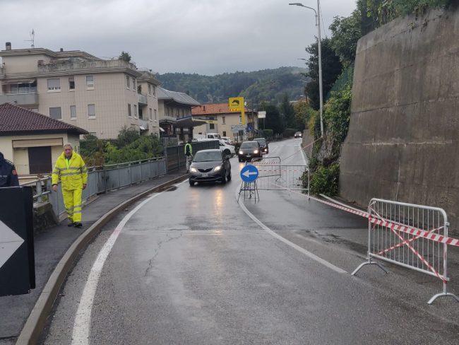 Crolla muro sulla Garibaldina a San Fermo FOTO