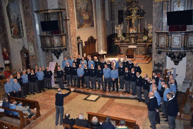 Applausi a Canzo per il Coro Cai Sondrio