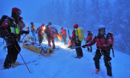 Valanga in Grignetta a Lecco: escursionisti portati salvo dall'elisoccorso di Como
