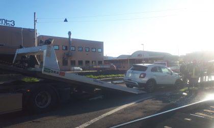 Incidente a Erba auto finisce fuori strada FOTO