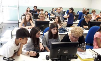 A Cernobbio i bambini insegnano ai nonni come usare internet