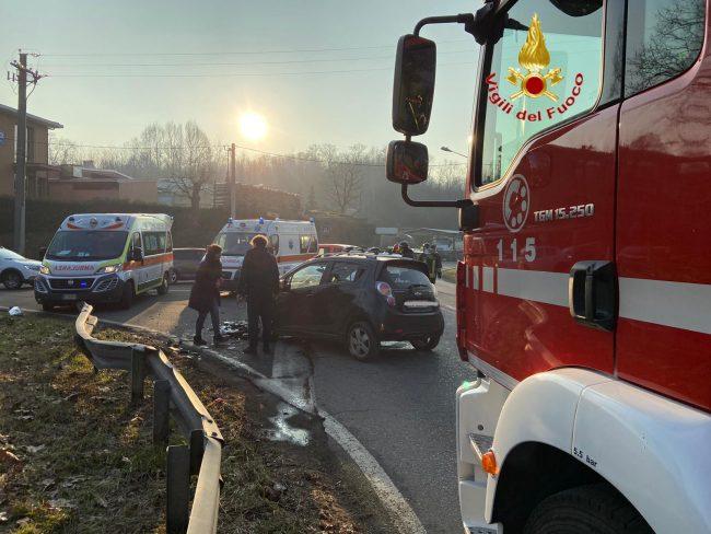 Incidente a Fino Mornasco scontro tra auto sulla Sp27 FOTO