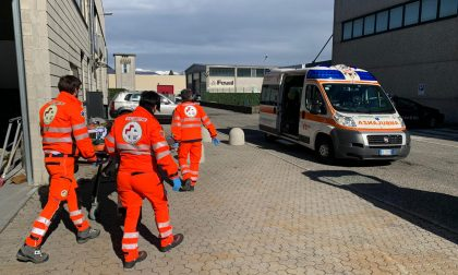 Incidente sul lavoro a Lurate Caccivio, operaio cade da tre metri FOTO