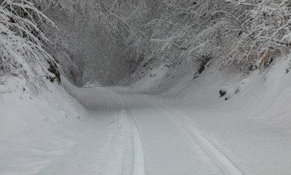 Altro che primavera, è arrivata la neve in Val d'Intelvi. E a Como la pioggia (finalmente)