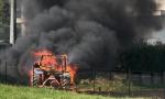 Incendio a Cantù prende fuoco un trattore FOTO