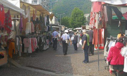 Riparte il mercato a Como: tra le bancarelle un percorso a senso unico e la bellezza di ritrovarsi VIDEO e FOTO