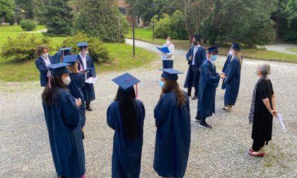 Primi diplomati all'International School of Como: festa (a distanza) al parco di Fino Mornasco