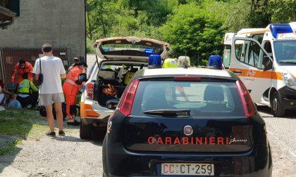 Bimbo cade dal tetto di un box: arriva l'elisoccorso a Ponte Lambro