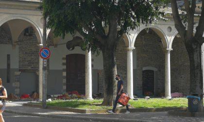 Grate a San Francesco per allontanare i senzatetto. Presidio di protesta mercoledì in Comune