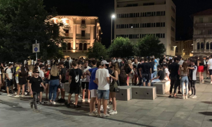 Mercoledrink a Cantù tanti giovani e poche mascherine
