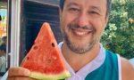Matteo Salvini al mare con la maglia della Pallacanestro Cantù