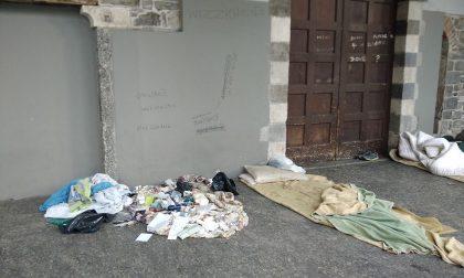 """Senzatetto a San Francesco, Cominciamo da Como: """"Hanno lasciato farmaci scaduti sotto i portici, un giovane li ha assunti"""""""