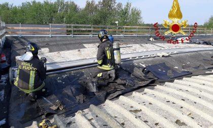 Incendio sul tetto di una ditta a Mozzate: stavano facendo dei lavori FOTO