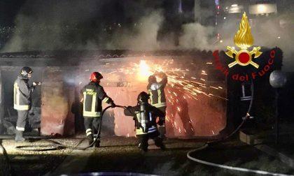 Incendio a Cantù le fiamme sarebbero partite da un barbecue FOTO