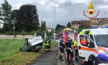 Incidente ad Anzano del Parco auto finisce fuori strada e si ribalta