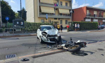 Incidente a Fino Mornasco motociclista sbalzato dal mezzo FOTO