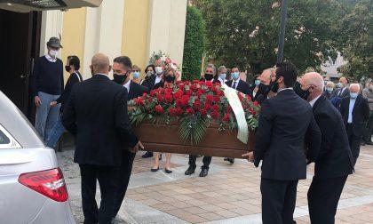 Folla per l'ultimo saluto a Emilio Russo