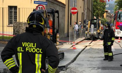 Tranciata tubatura del gas a Como, chiuso il traffico veicolare: ecco dove