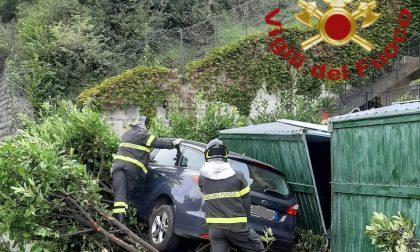 Incidente a Laglio auto finisce fuori strada