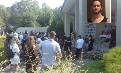 """L'ultimo saluto al giovane Mirco Manfredi. Le sorelle: """"Ci mancherai"""" FOTO"""