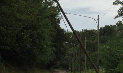 Maltempo: pali pericolanti, strada chiusa verso Baragiola