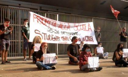 Studenti in piazza a Como per ridare priorità alla scuola