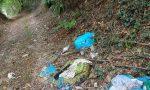 """Rifiuti abbandonati nei boschi di Fino: """"Ogni 15/20 giorni una discarica"""""""
