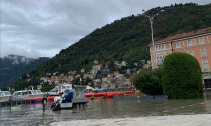 Lago esondato a Como, le paratie mobili hanno ceduto: piazza Cavour invasa dall'acqua FOTO e VIDEO