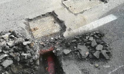 """Blackout a Grandate: il guasto nei tombini coperti dall'asfalto. Lucca: """"Chi ha sbagliato paghi"""" FOTO"""