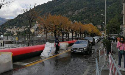 Lago esondato a Como, tengono le paratie mobili e l'idrovora FOTO