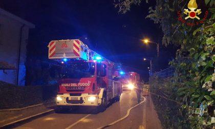 Incendio canna fumaria a Vertemate: in fumo 40 metri quadrati di tetto FOTO