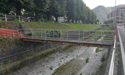 Ponte pedonale sul Cosia, c'è il progetto per riaprirlo: sul piatto 70mila euro