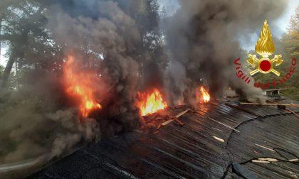 Incendio tetto ad Appiano Gentile: allarme in via dello Sport